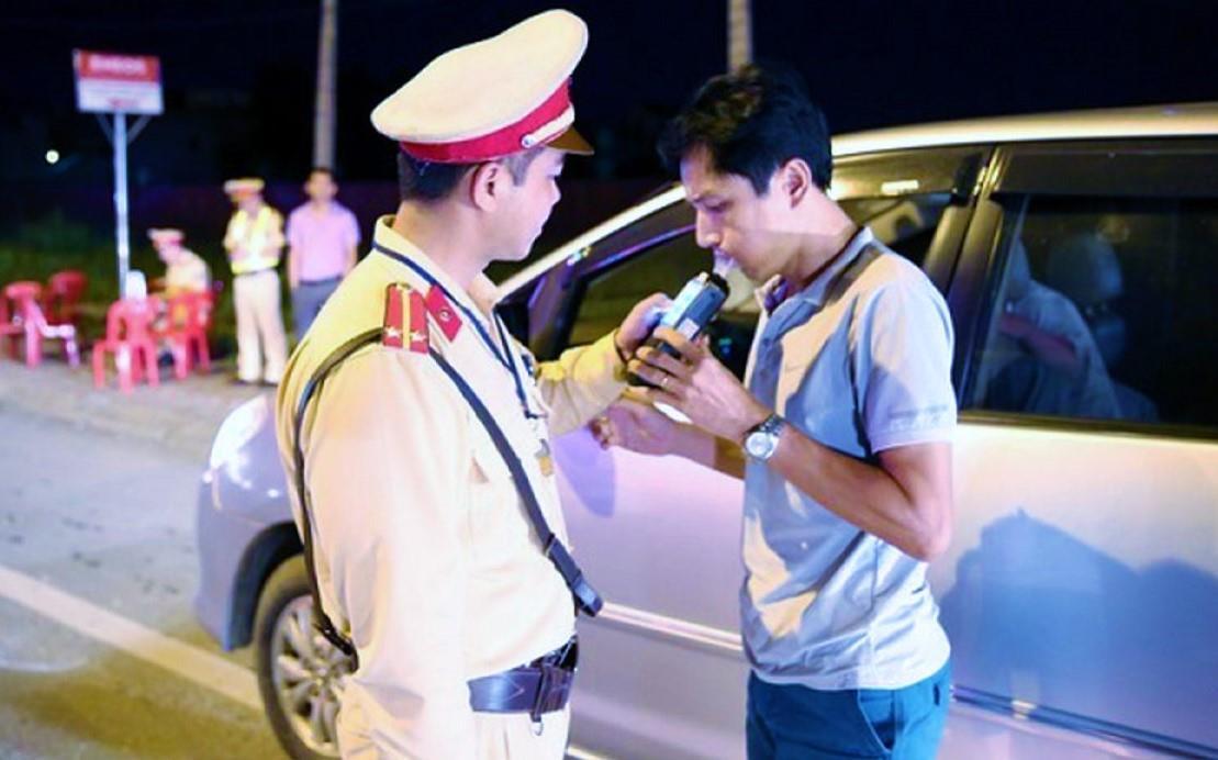 Đề xuất phạt tài xế uống bia rượu 30 triệu, tước bằng lái 12 tháng Ảnh 1