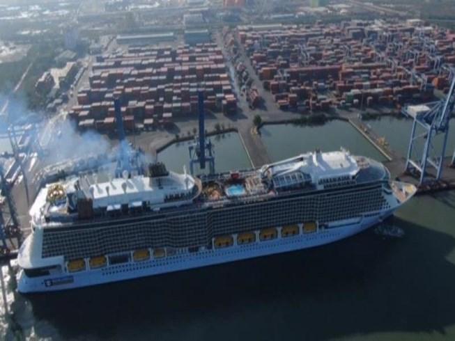 Tàu biển lộng lẫy, xa hoa nhất thế giới đã đến Việt Nam Ảnh 1