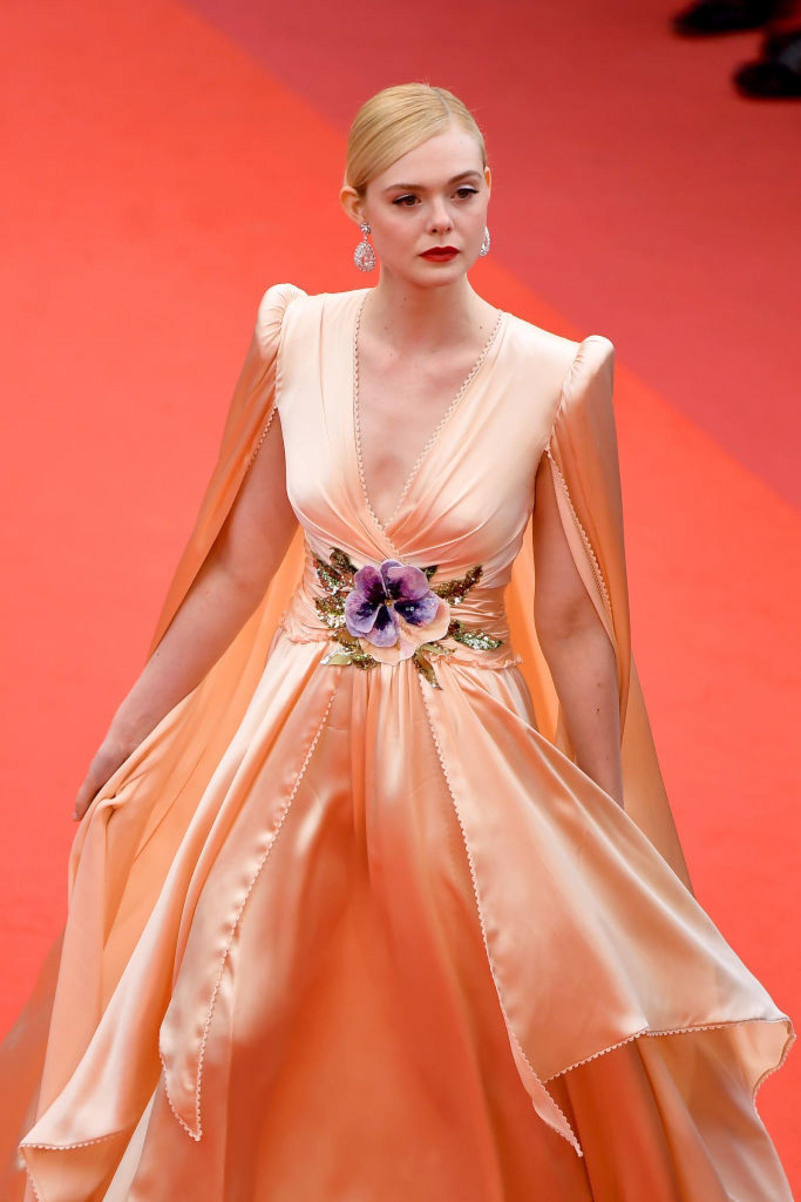 Elle Fanning - tiểu thư yêu kiều giữa dàn sao mặc lố tại Cannes Ảnh 3