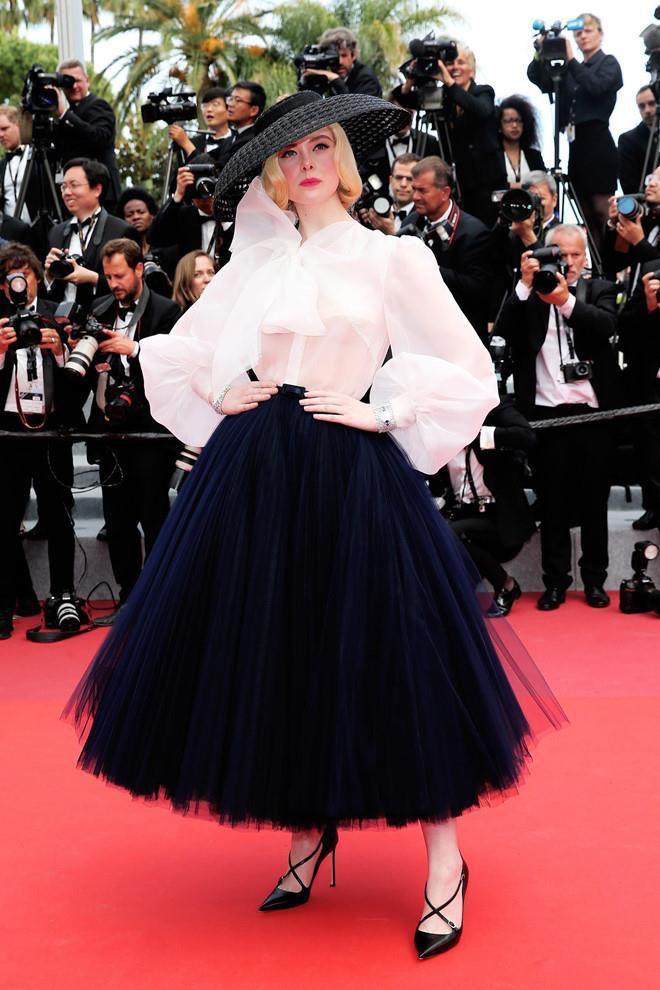 Elle Fanning - tiểu thư yêu kiều giữa dàn sao mặc lố tại Cannes Ảnh 7