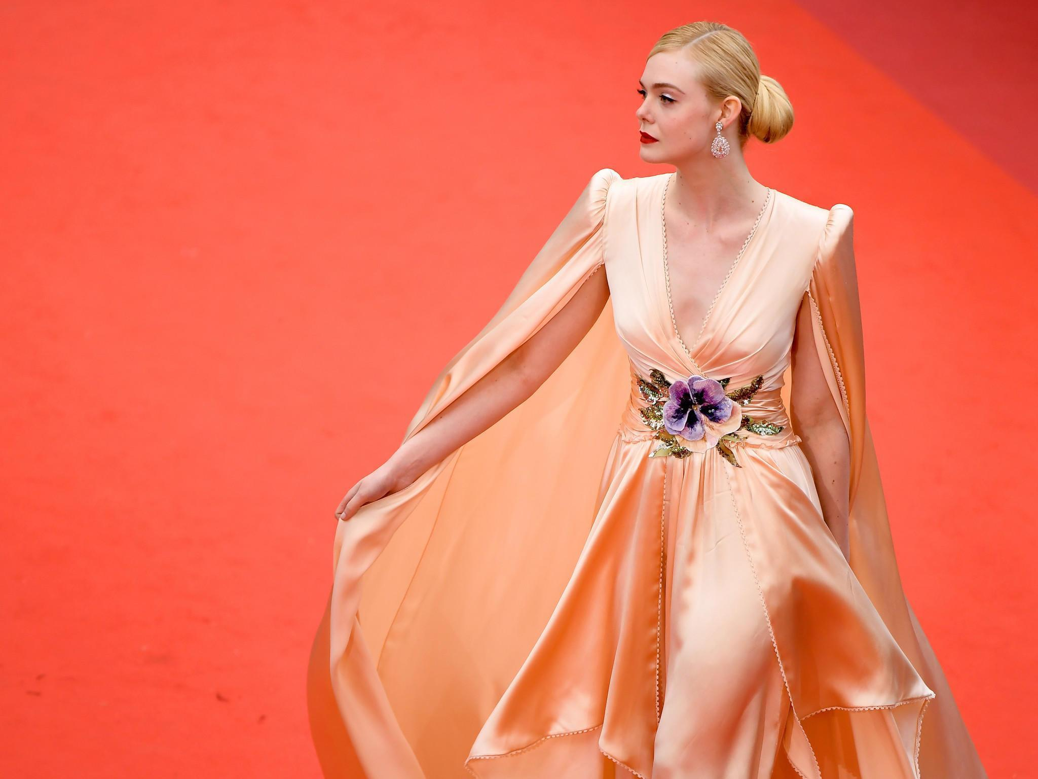 Elle Fanning - tiểu thư yêu kiều giữa dàn sao mặc lố tại Cannes Ảnh 2