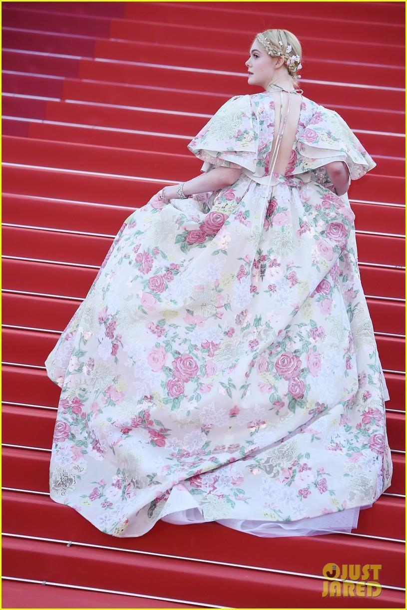 Elle Fanning - tiểu thư yêu kiều giữa dàn sao mặc lố tại Cannes Ảnh 4