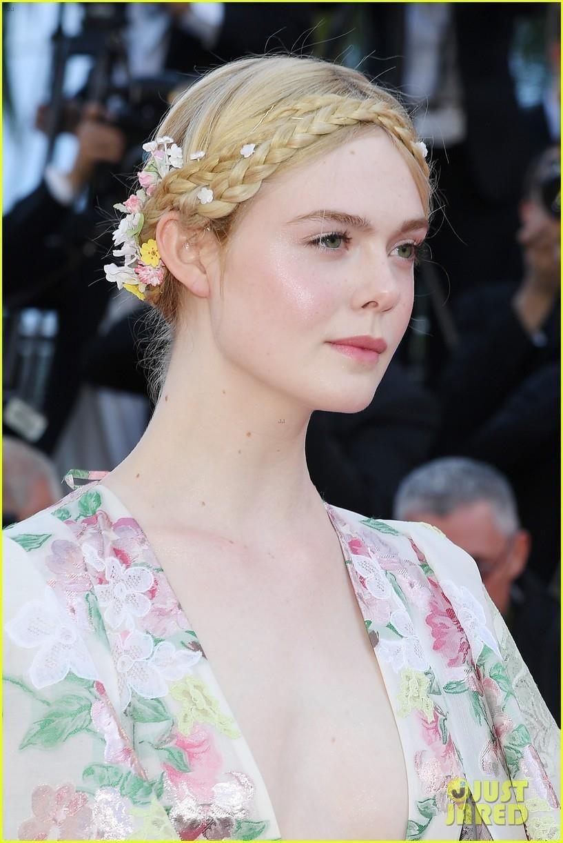 Elle Fanning - tiểu thư yêu kiều giữa dàn sao mặc lố tại Cannes Ảnh 1