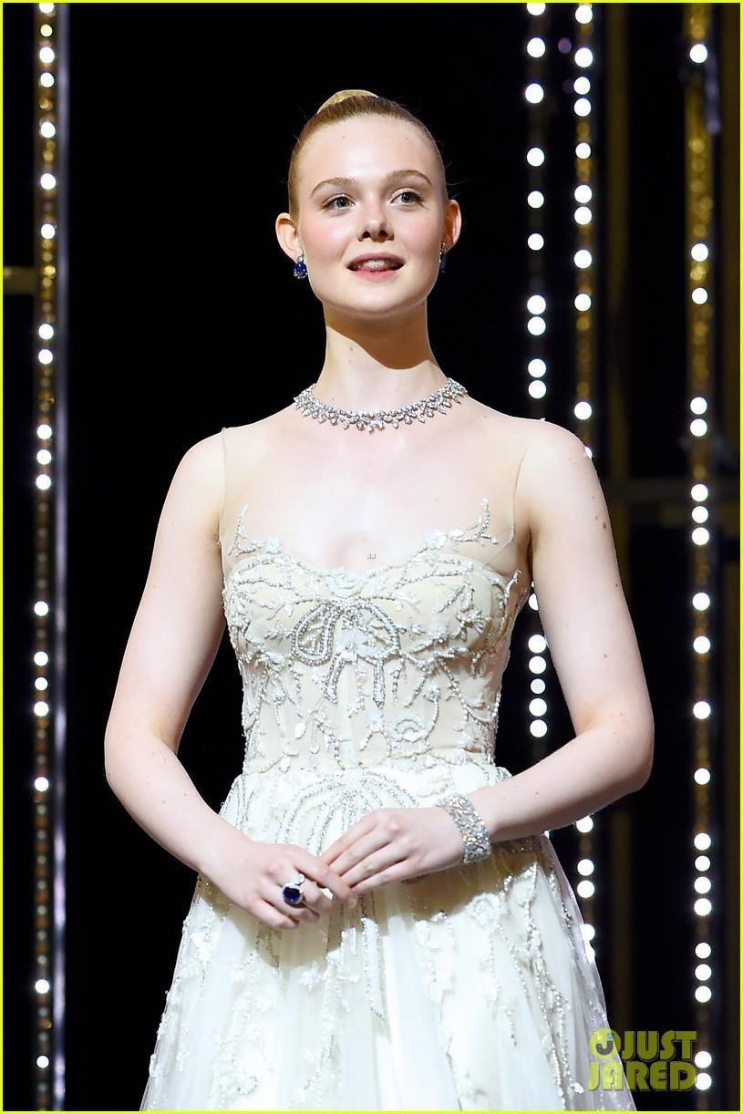 Elle Fanning - tiểu thư yêu kiều giữa dàn sao mặc lố tại Cannes Ảnh 10