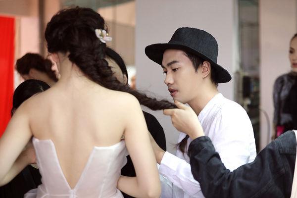 NTK Trần Hùng: Sự nhầm lẫn giữa 'xu hướng' và 'sao chép' ảnh hưởng tiêu cực đến thời trang nước nhà Ảnh 1