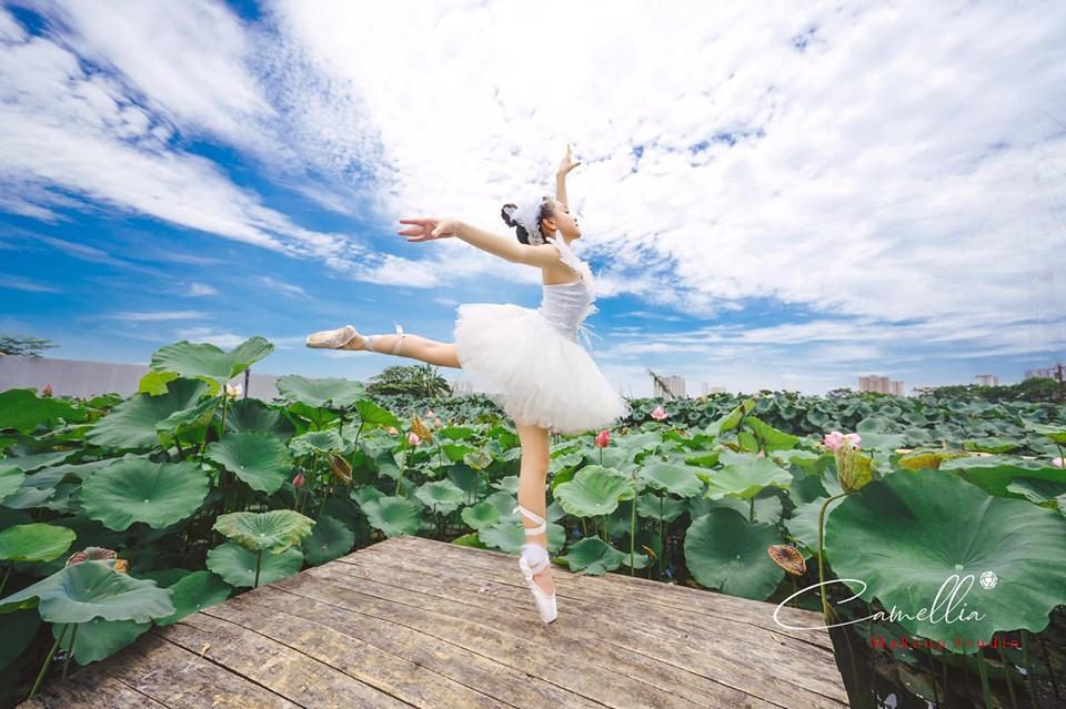 Mãn nhãn bộ ảnh vũ công nhí múa ballet, diện cổ trang bên Quốc hoa Ảnh 1