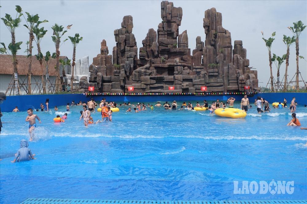 Người Hà Nội kéo nhau đi giải nhiệt ở công viên nước hiện đại nhất Thủ đô Ảnh 11