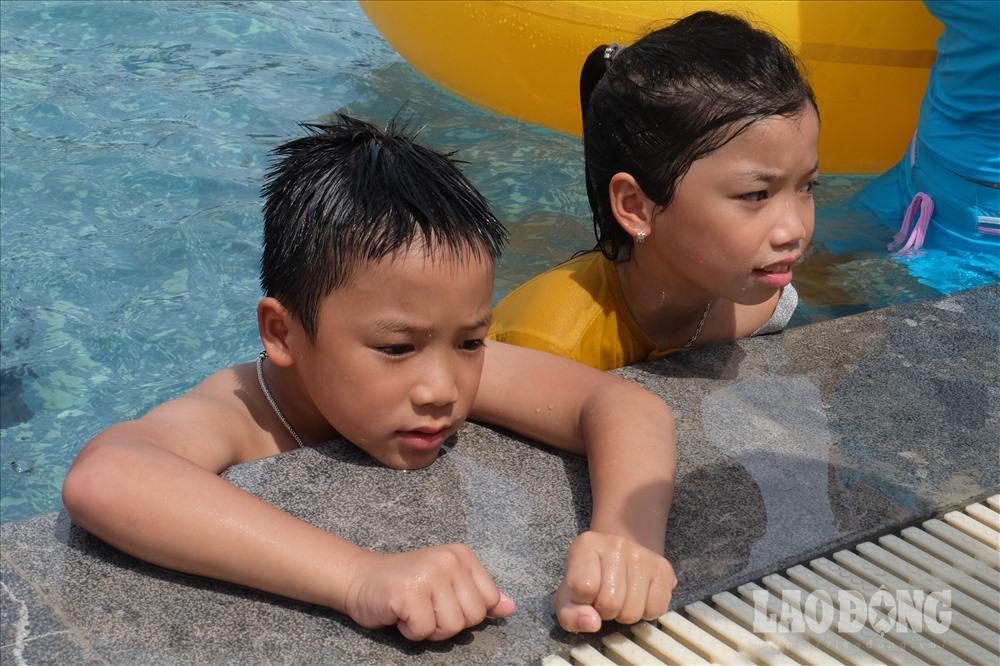 Người Hà Nội kéo nhau đi giải nhiệt ở công viên nước hiện đại nhất Thủ đô Ảnh 4