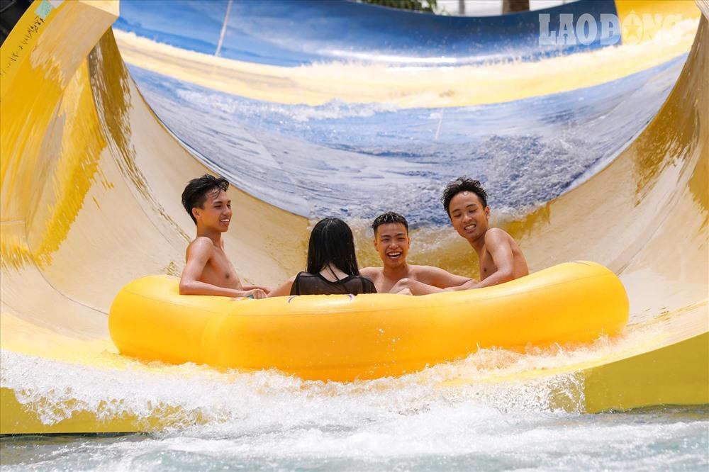 Người Hà Nội kéo nhau đi giải nhiệt ở công viên nước hiện đại nhất Thủ đô Ảnh 3