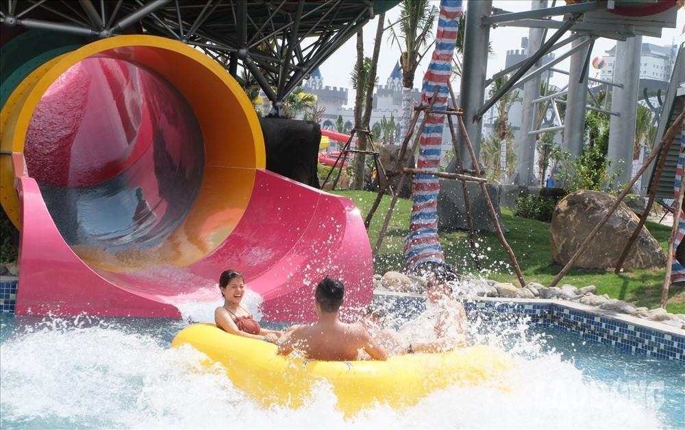 Người Hà Nội kéo nhau đi giải nhiệt ở công viên nước hiện đại nhất Thủ đô Ảnh 2