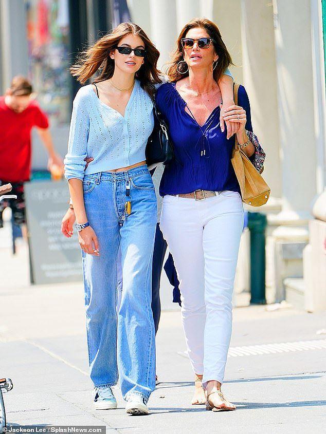 Cindy Crawford cùng con gái xinh như mộng xuống phố Ảnh 5