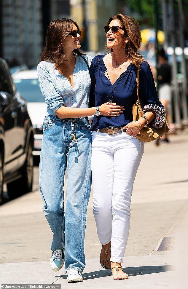Cindy Crawford cùng con gái xinh như mộng xuống phố Ảnh 8