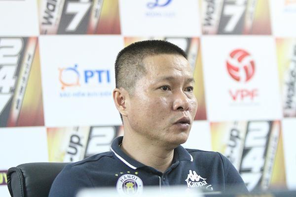 HLV Chu Đình Nghiêm lo lắng cho các trụ cột vì thi đấu quá tải Ảnh 1