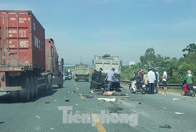 Ô tô và xe máy đấu đầu, 2 thanh niên tử vong tại chỗ Ảnh 1