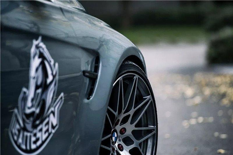 Mỹ nữ áo đen lạnh lùng khoe dáng bên xế độ BMW Ảnh 11