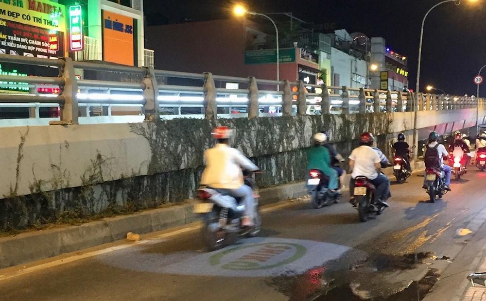 Cảnh báo tai nạn do đèn led rọi xuống đường quảng cáo Ảnh 3