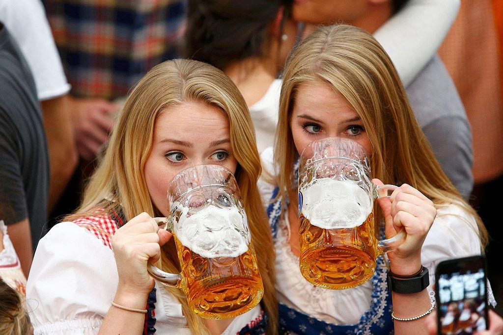 Điều thú vị ở quốc gia người dân uống bia mọi lúc mọi nơi Ảnh 10