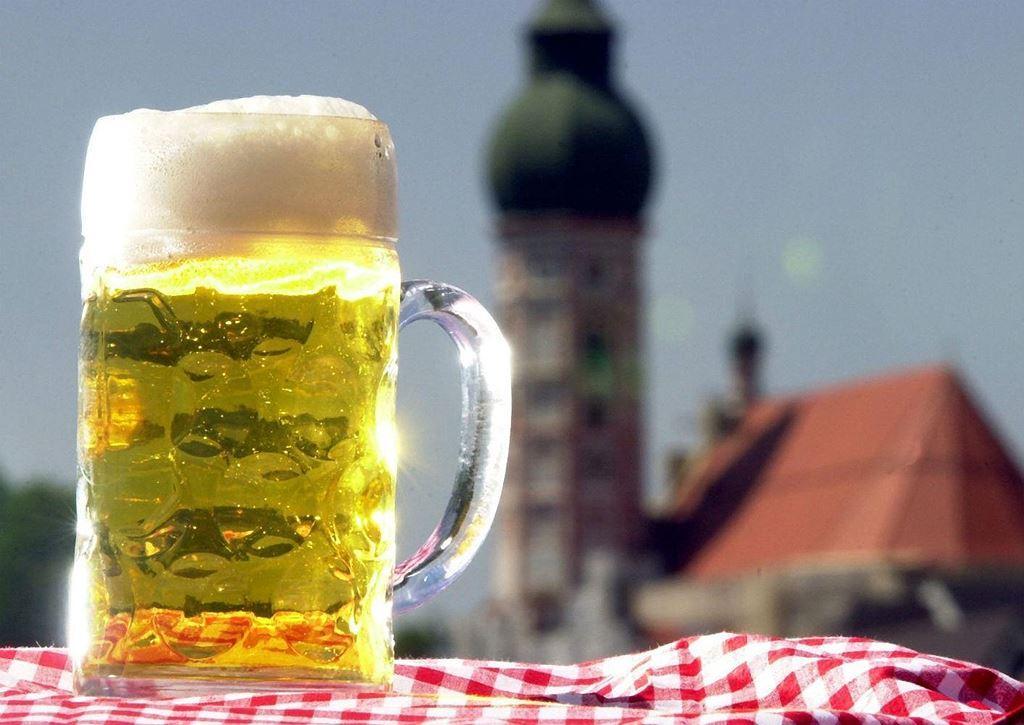 Điều thú vị ở quốc gia người dân uống bia mọi lúc mọi nơi Ảnh 8