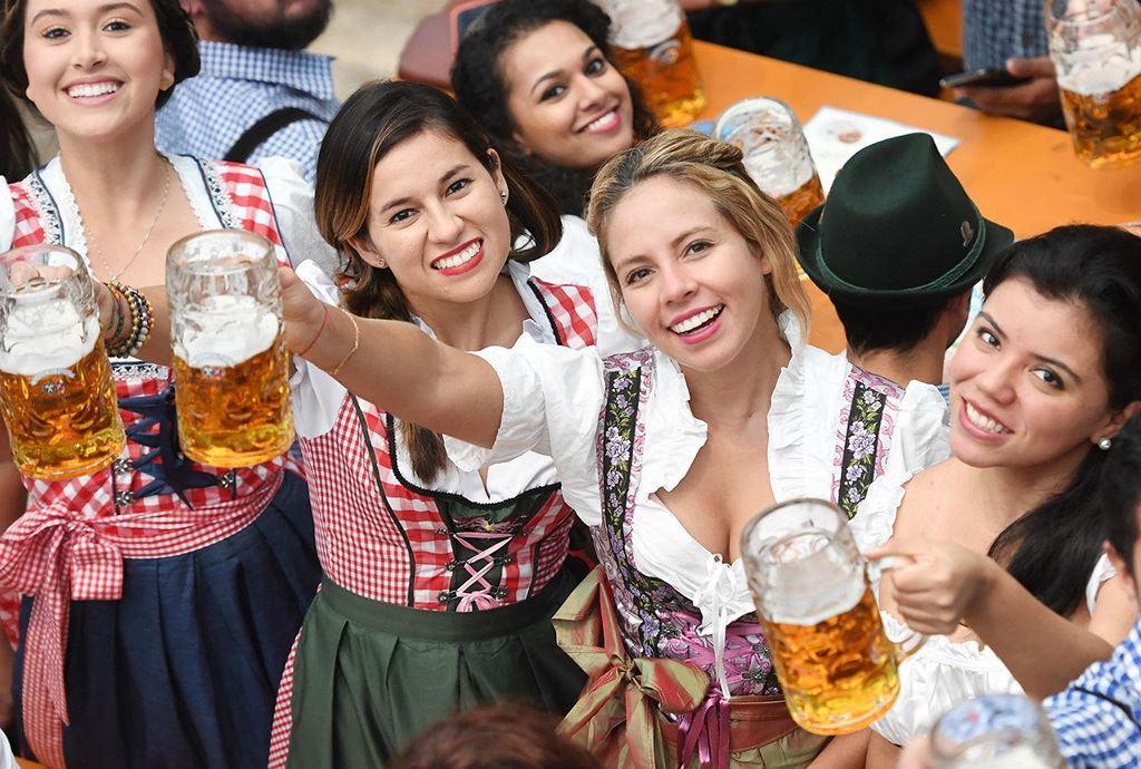 Điều thú vị ở quốc gia người dân uống bia mọi lúc mọi nơi Ảnh 9