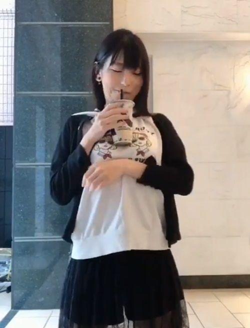 Trào lưu mới ở Nhật khiến các cô gái 'ùn ùn' tham gia: Uống trà sữa không cần dùng tay! Ảnh 6