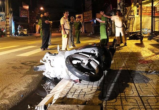Chạy xe 'kẹp 3' gặp tai nạn, 3 người thương vong Ảnh 1