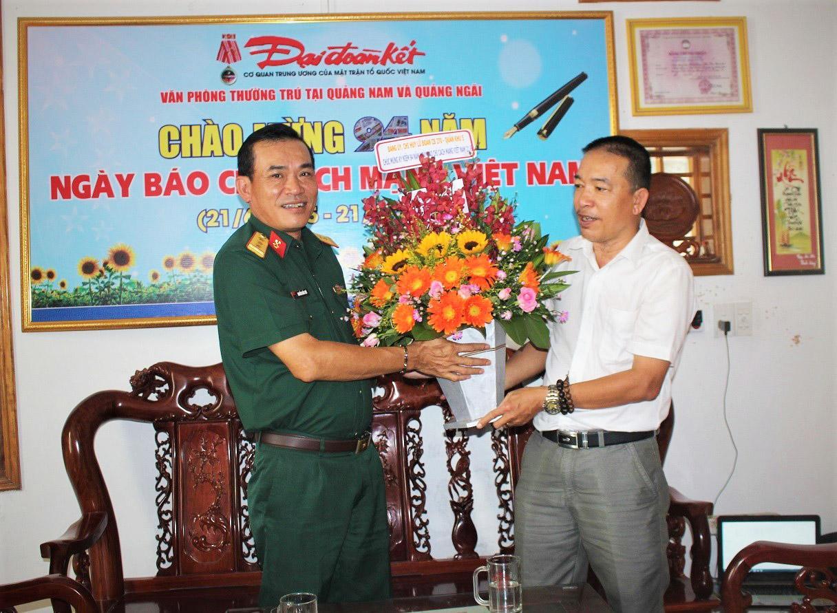Nhiều đoàn khách thăm Văn phòng báo Đại Đoàn Kết tại Quảng Nam, Quảng Ngãi nhân ngày 21-6 Ảnh 3