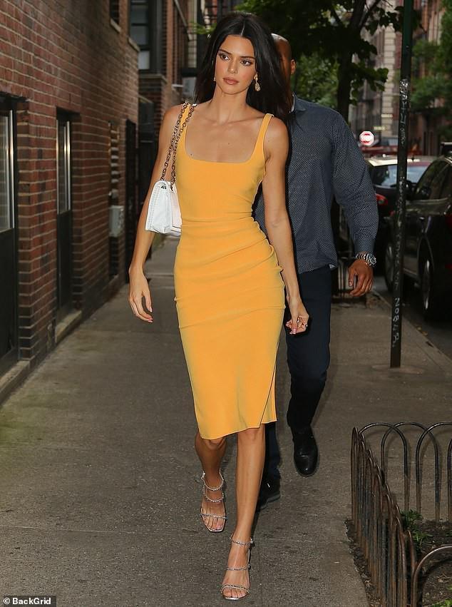 Kendall Jenner thả rông trong bộ ảnh thời trang Ảnh 6