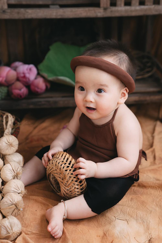 Bộ ảnh em bé bên hoa sen 'đốn tim' ngàn người xem Ảnh 10
