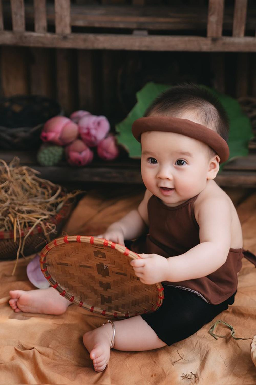 Bộ ảnh em bé bên hoa sen 'đốn tim' ngàn người xem Ảnh 7