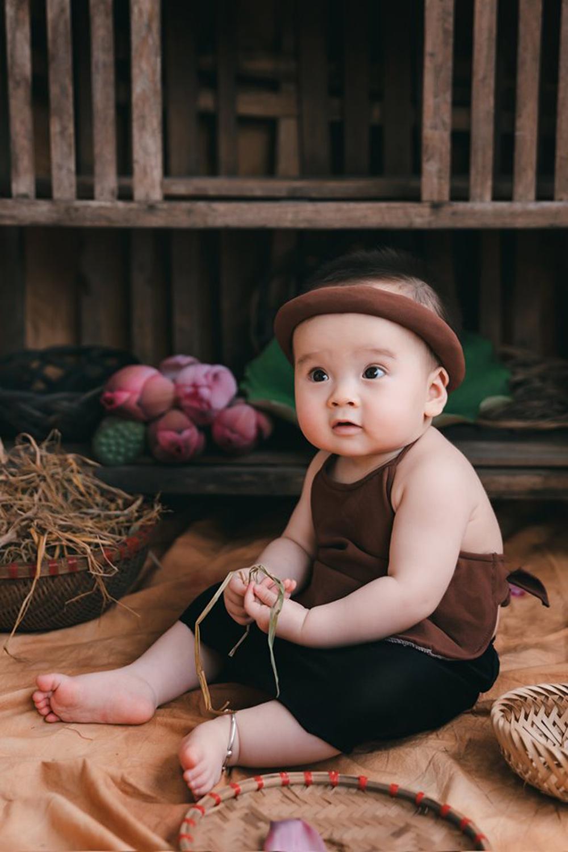 Bộ ảnh em bé bên hoa sen 'đốn tim' ngàn người xem Ảnh 6