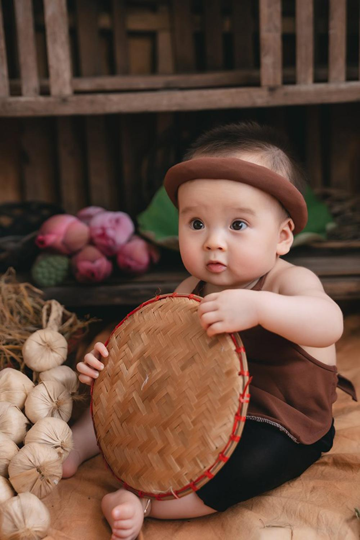 Bộ ảnh em bé bên hoa sen 'đốn tim' ngàn người xem Ảnh 11