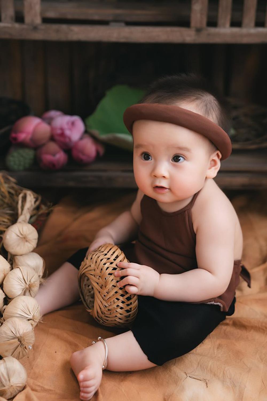 Bộ ảnh em bé bên hoa sen 'đốn tim' ngàn người xem Ảnh 9