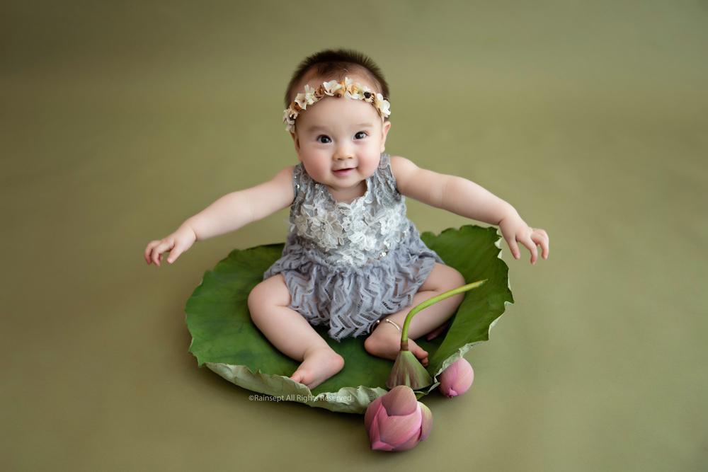 Bộ ảnh em bé bên hoa sen 'đốn tim' ngàn người xem Ảnh 12