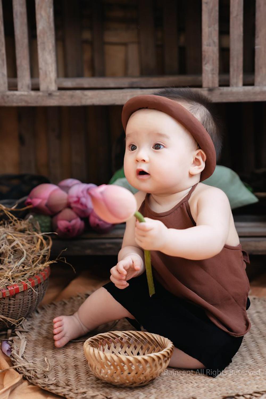 Bộ ảnh em bé bên hoa sen 'đốn tim' ngàn người xem Ảnh 5