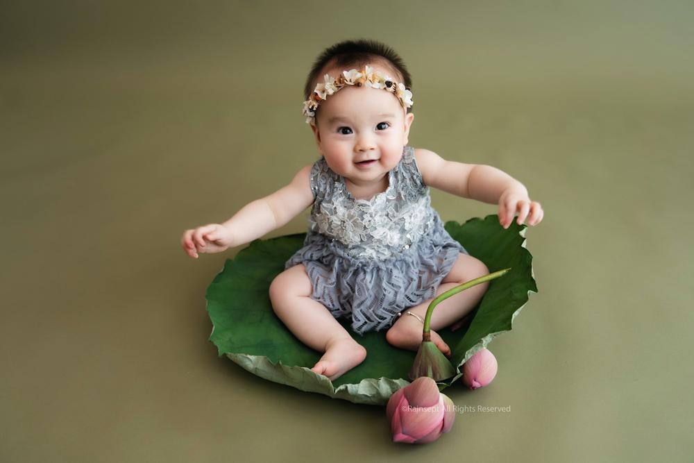 Bộ ảnh em bé bên hoa sen 'đốn tim' ngàn người xem Ảnh 13