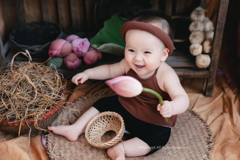 Bộ ảnh em bé bên hoa sen 'đốn tim' ngàn người xem Ảnh 3