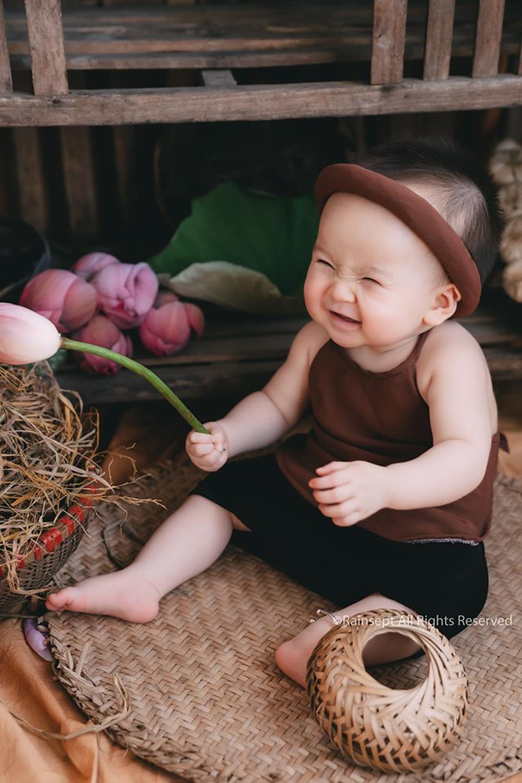 Bộ ảnh em bé bên hoa sen 'đốn tim' ngàn người xem Ảnh 4