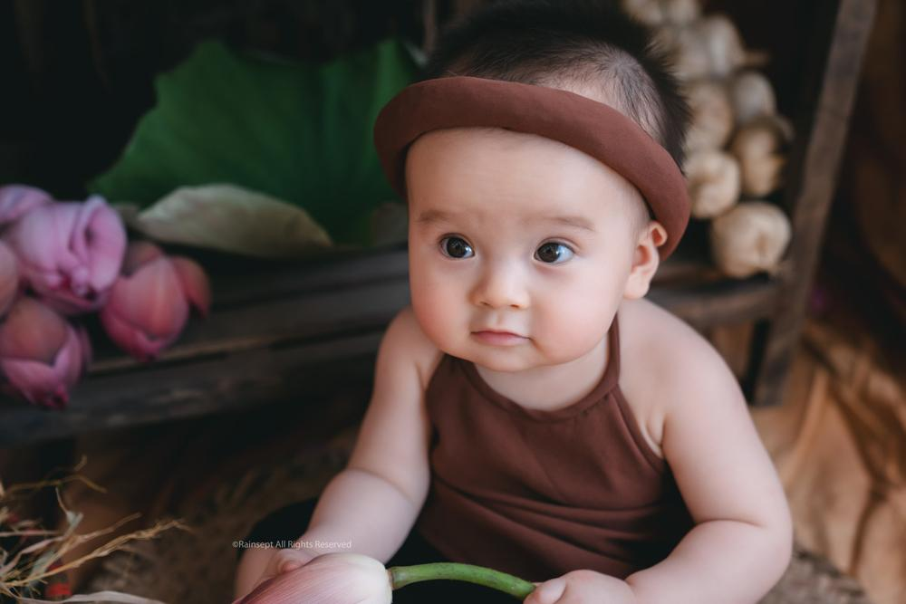 Bộ ảnh em bé bên hoa sen 'đốn tim' ngàn người xem Ảnh 2