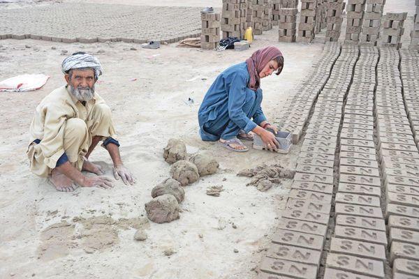 Cuộc sống ngột ngạt của những bé gái bị cha mẹ ép biến thành con trai để kiếm tiền nuôi sống cả gia đình Ảnh 8