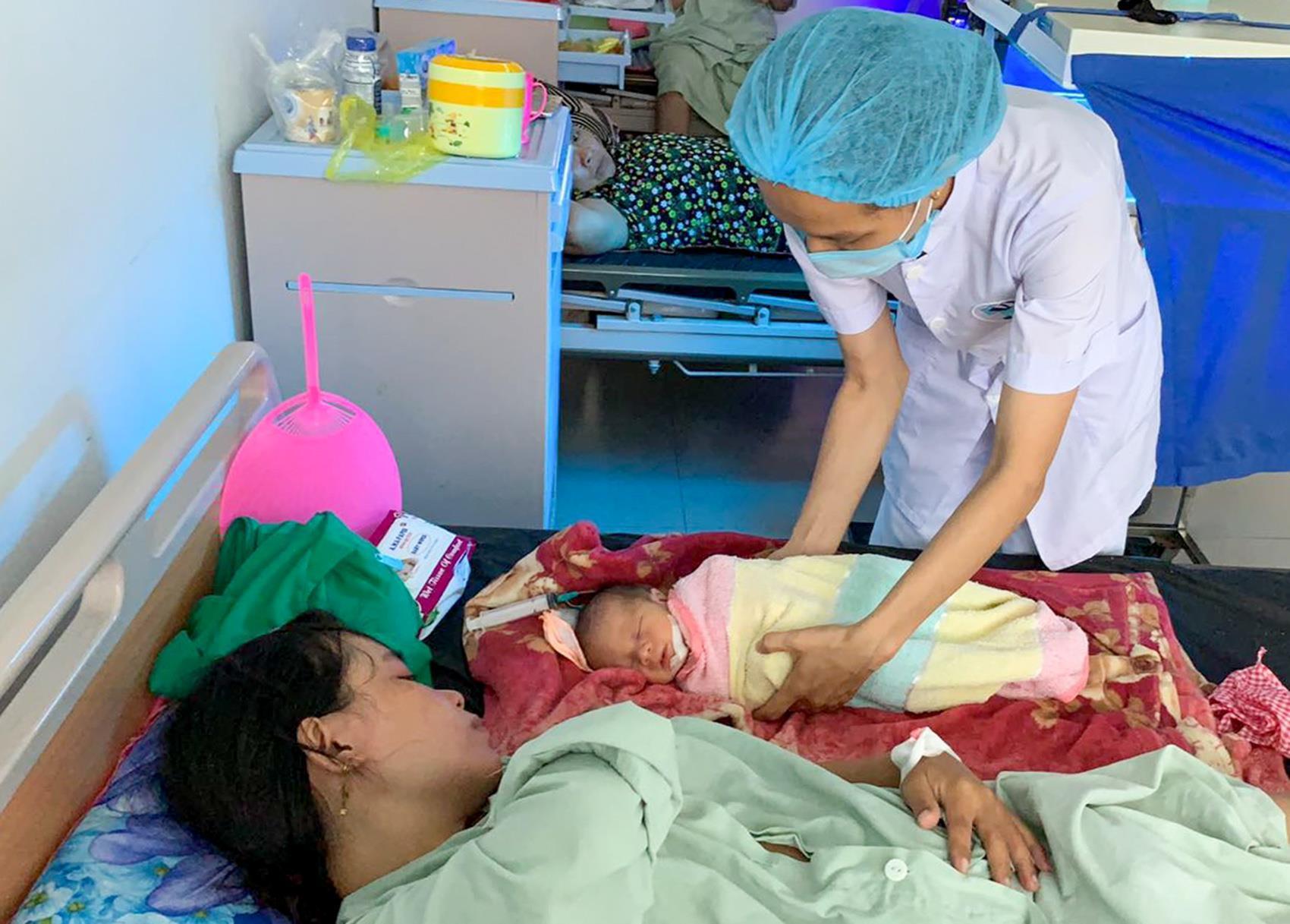 Mẹ suýt mất con vì thai ngôi ngược bị kẹt đầu bên trong khi sinh Ảnh 1