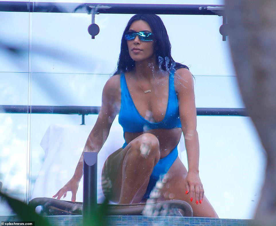 Vóc dáng nỏng bỏng 'thiêu đốt' của Kourtney Kardashian Ảnh 5