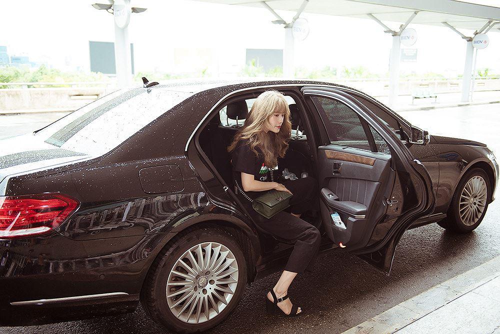 Nam Em bị nhầm là gái Hàn với mái tóc vàng hoe ở sân bay Ảnh 1