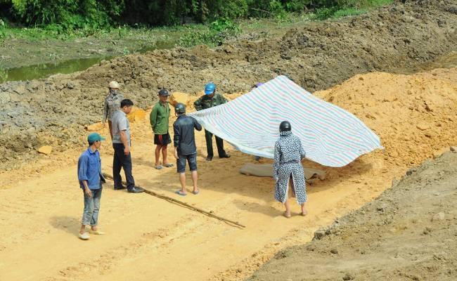Hà Tĩnh: Phát hiện thi thể thanh niên trong thùng xe chở đất Ảnh 1