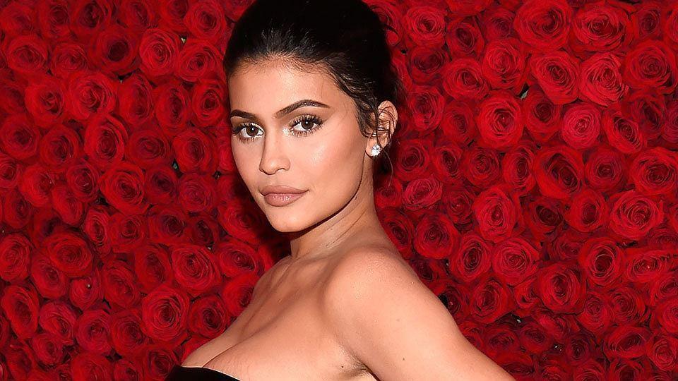 Cô út tỉ phú siêu gợi cảm nhà Kardashian hiếm hoi lộ mặt mộc Ảnh 7