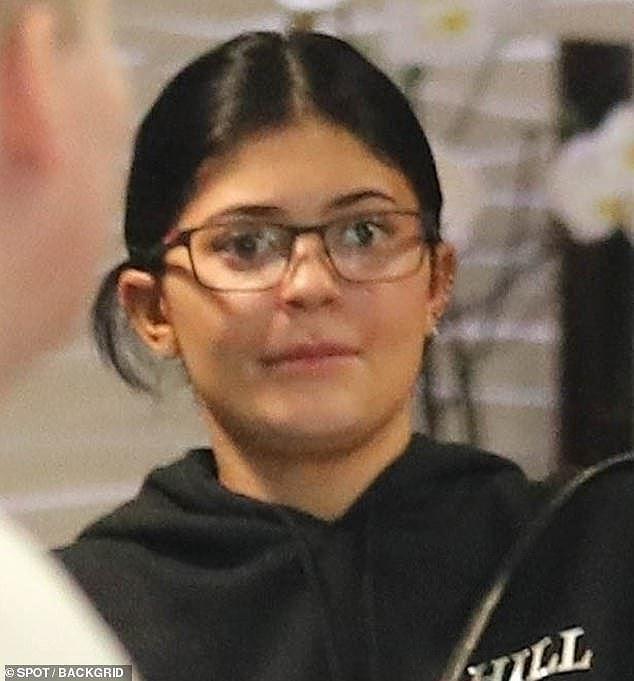 Cô út tỉ phú siêu gợi cảm nhà Kardashian hiếm hoi lộ mặt mộc Ảnh 3