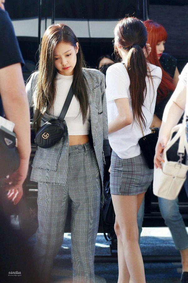 Có ai mà ngờ bộ sưu tập túi xách đắt xắt ra miếng của Jennie còn 'vượt mặt' cả Lisa Ảnh 1
