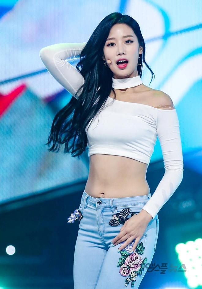 Nữ thần tượng 23 tuổi xứ Hàn nghiện mặc 'hở bạo' dù liên tục bị chỉ trích Ảnh 2