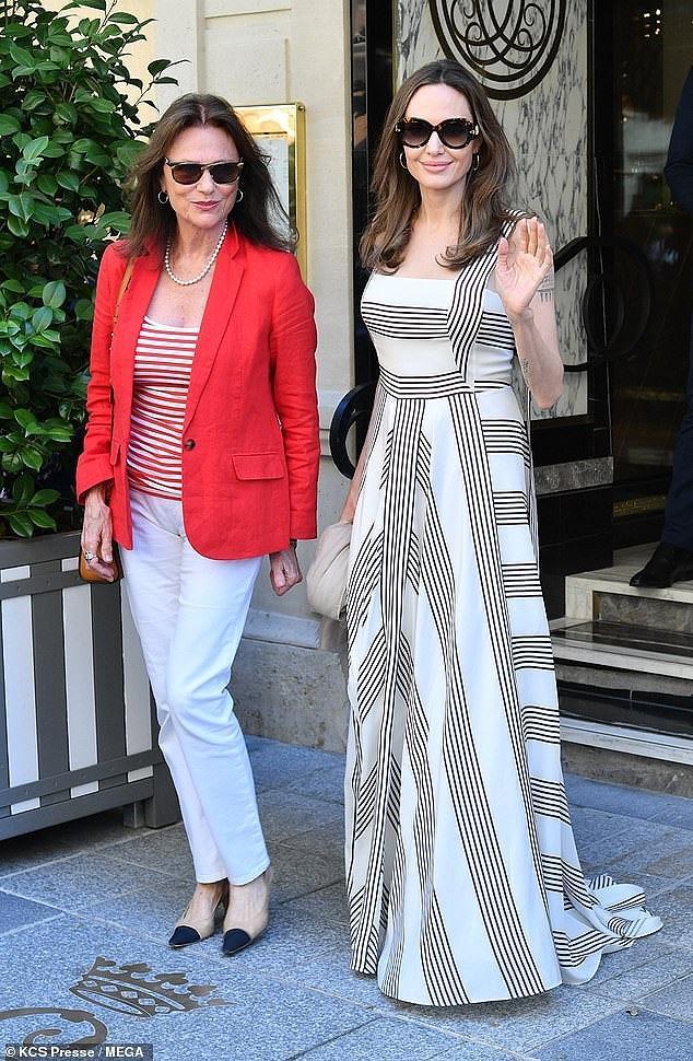 Angelina Jolie quá xinh đẹp quyến rũ trên đường phố Paris Ảnh 4