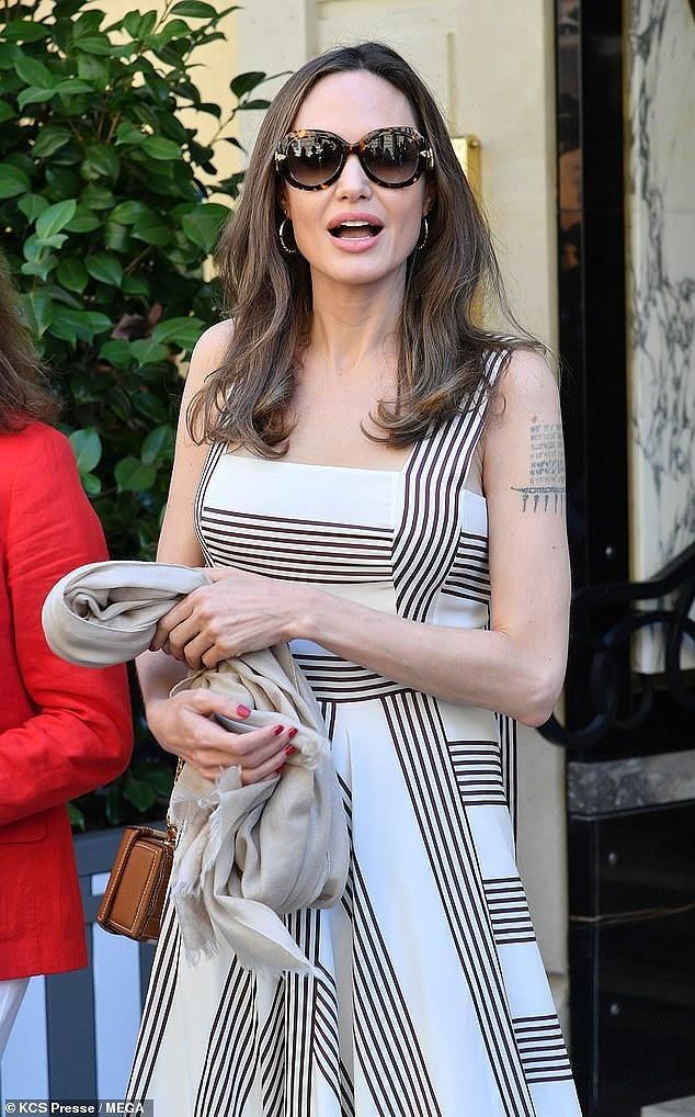 Angelina Jolie quá xinh đẹp quyến rũ trên đường phố Paris Ảnh 9