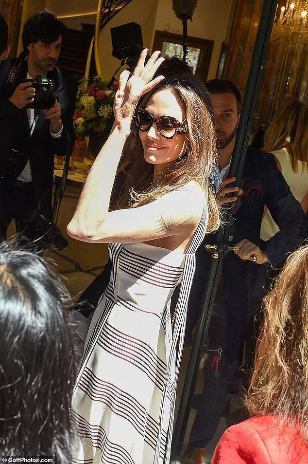Angelina Jolie quá xinh đẹp quyến rũ trên đường phố Paris Ảnh 10
